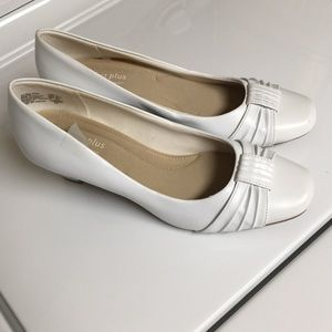 White Used Comfort Plus by: Predictions Heels 👠